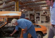 Jay Leno prezintă o tură cu bizarul Mercedes-Benz C111-II, un concept al anului 1970 (Video)