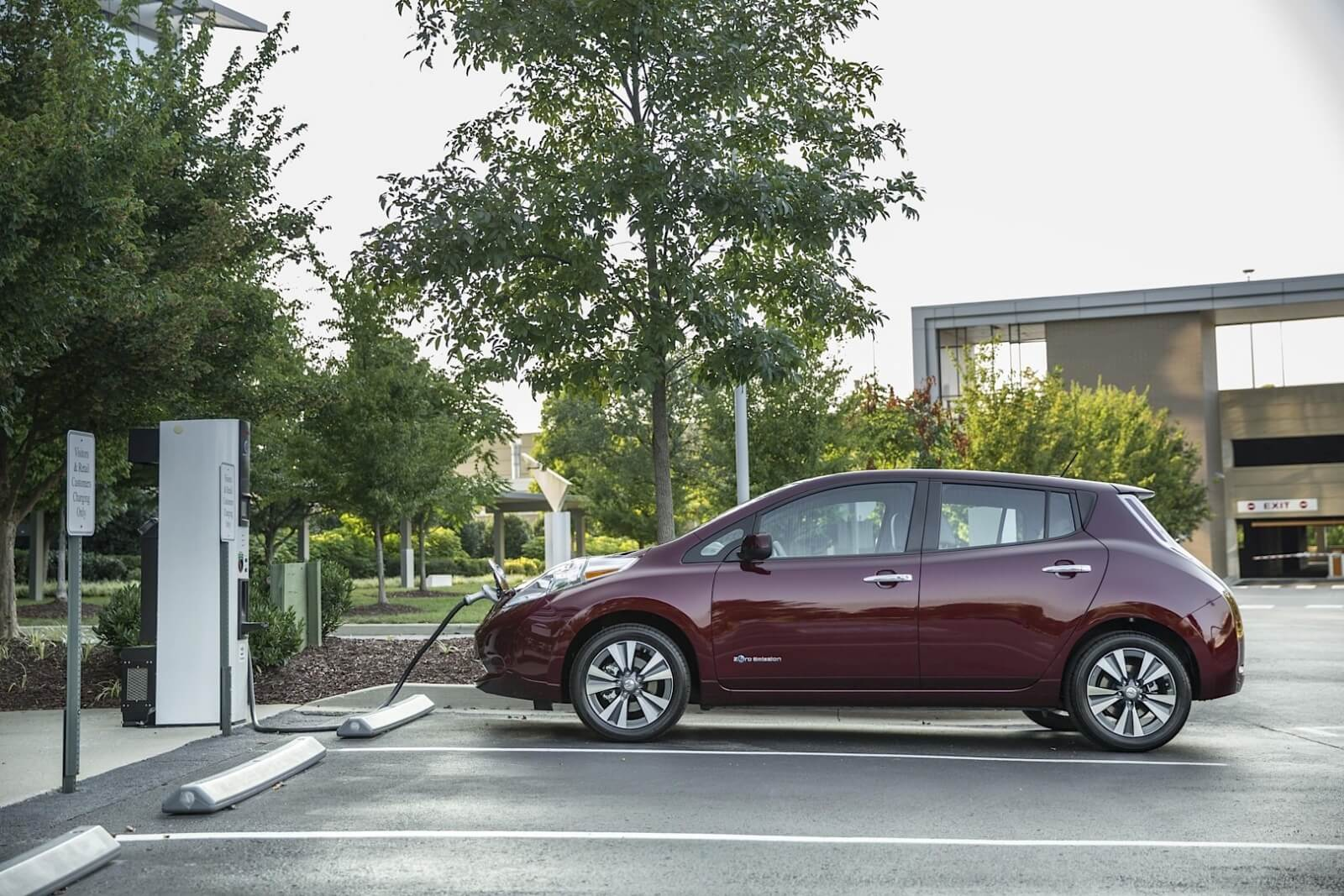 nissan-pulls-a-tesla-move-offers-no-charge-to-charge-program-in-three-more-us-cities-100682_1