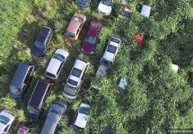 Iată cum a înghiţit natura mii de automobile în zona exploziei de la Fukushima din Japonia