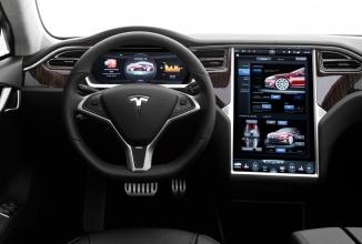 Noul software pentru automobilele Tesla sosește mâine; vine și cu funcția de pilot automat