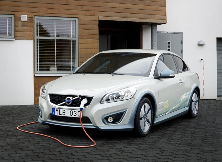 volvo-electric-outdoor
