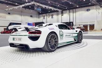 În Dubai poliţia are maşina mai scumpă decât tine; Autorităţile cumpără o flotă de modele Porsche 918 Spyder