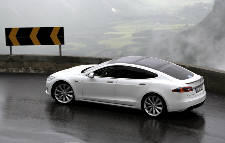 EV_Rally_Trollstigen_Tesla_Model_S