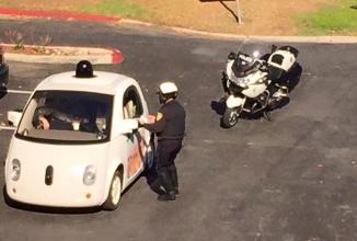 Automobilul autonom Google tras pe dreapta pentru condus prea încet; Se lasă cu amendă?