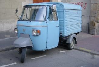 Piaggio Ape 1981 scos la un drive test în Italia, e veriga lipsă între căruţă, scuter şi automobil (Video)