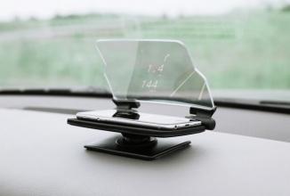 Hudway Glass este un sistem de tip HUD ce afișează informații de navigare cu ajutorul unui smartphone
