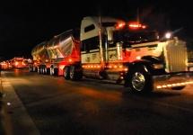 Şoferii de camioane au ritmul în sânge; Iată-i folosind farurile pentru a semnaliza pe muzică (video)
