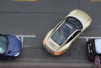 Cea mai bună farsă la şcoala de şoferi: un Porsche 911 e folosit pentru examenul auto (Video)