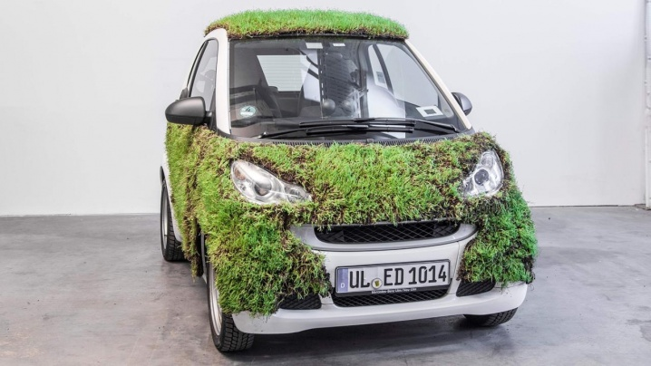 smart-fortwo-takes-the-green-car-thing-a-bit-too-literally_3