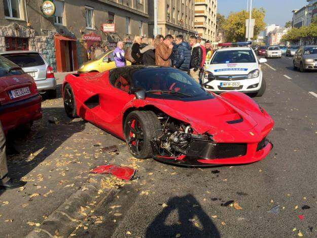 supercar-ferrari-crash