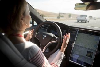 Tesla vrea să îmbunătățească funcția de pilot automat; caută noi ingineri software