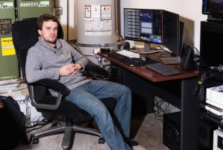 Faimosul hacker de iPhone-uri George Hotz poate face un automobil să se conducă singur