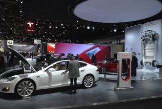 Nissan Leaf vinde de 2 ori mai multe unităţi decât Tesla Model S, deşi acesta din urmă pare mai popular