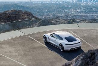 Porsche Mission E, inamicul numărul 1 pentru Tesla Model S primeşte undă verde pentru producţie