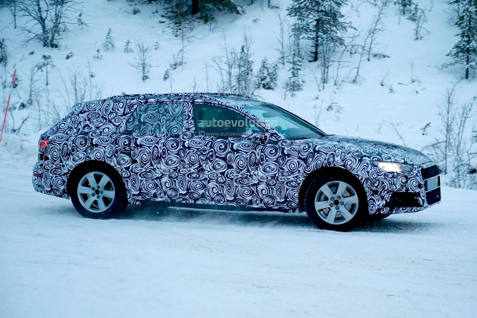 spyshots-2016-audi-a4-allroad-quattro-refuses-to-reveal-its-tough-body_6