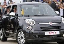 Un automobil Fiat folosit de Papa Francisc în vizita sa din SUA e vândut la licitaţie; Iată suma!