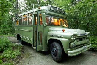 Un autobuz din Maine, SUA primeşte un interior modificat ca un dormitor foarte comod şi prietenos