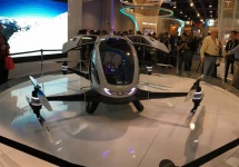 CES 2016: Un producător chinez de drone prezintă un vehicul autonom zburător ce poate transporta persoane