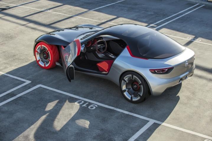 Imagini-Opel-GT-Concept-Volan.ro_004