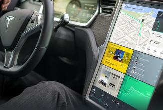 Tesla va suporta mirroring pentru aplicaţiile de pe Android şi iOS pe consolele de pe automobilele sale