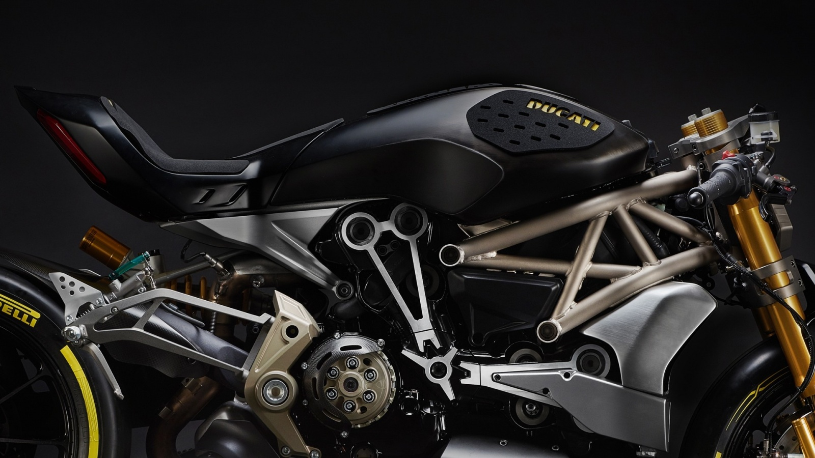 ducati-shows-the-draxter-concept-a-sport-interpretation-of-the-xdiavel_3