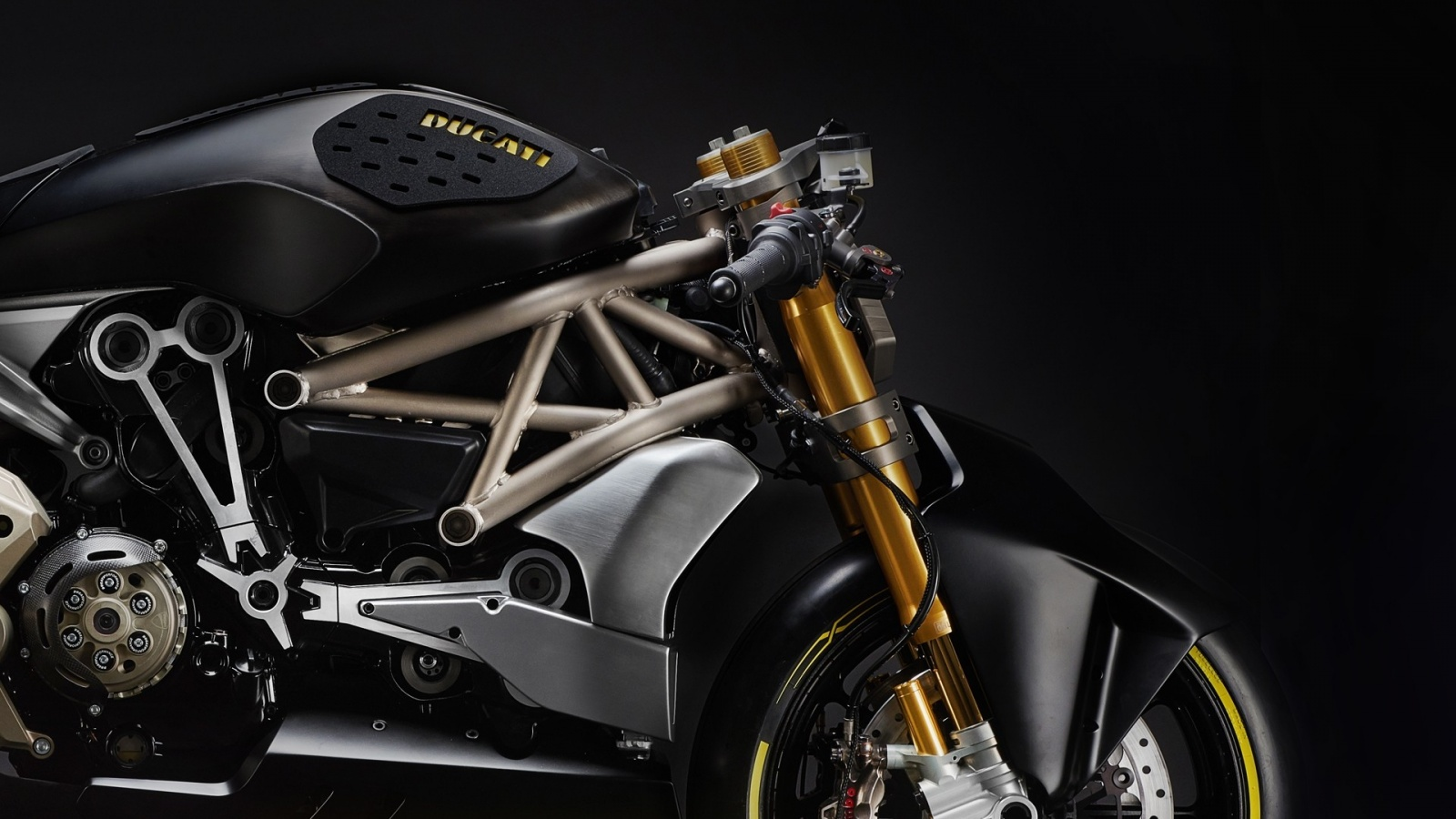 ducati-shows-the-draxter-concept-a-sport-interpretation-of-the-xdiavel_5