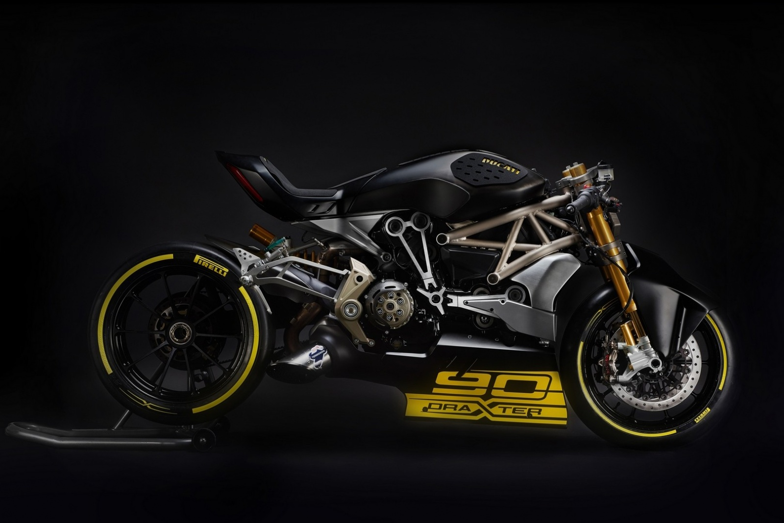 ducati-shows-the-draxter-concept-a-sport-interpretation-of-the-xdiavel_6