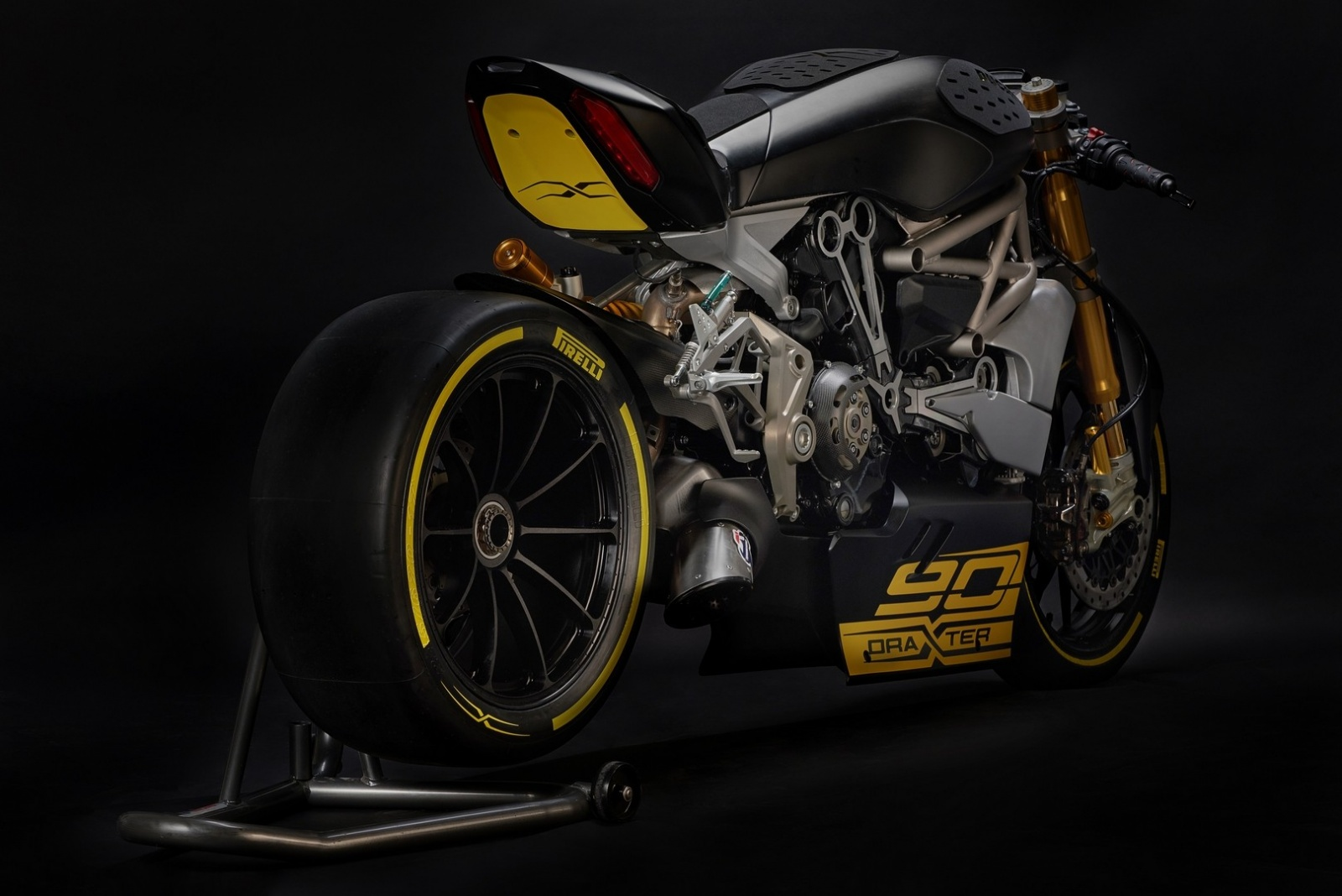 ducati-shows-the-draxter-concept-a-sport-interpretation-of-the-xdiavel_7