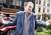 Elon Musk e convins că Apple lucrează la un automobil, având în vedere echipa amplă de ingineri dedicată