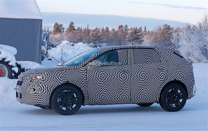 first-spy-shots-of-new-peugeot-3008-photo-gallery_4
