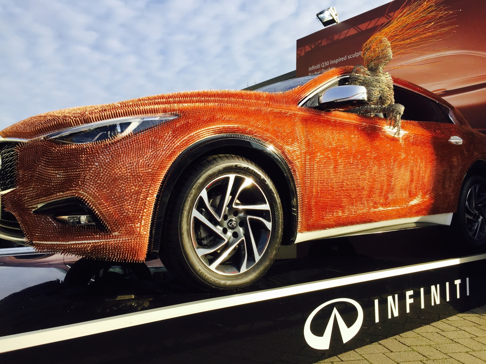 infiniti-makes-an-impression-at-the-london-art-fair-with-q30-car-art-photo-gallery_1