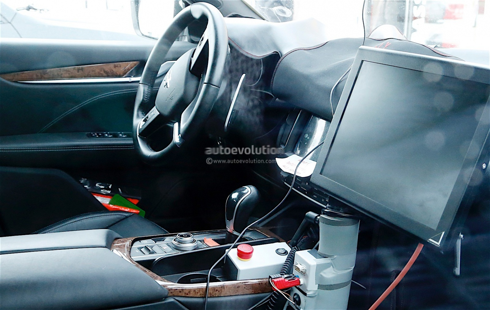 maserati-levante-spy-shots-reveal-interior-of-the-trident-s-first-suv_2