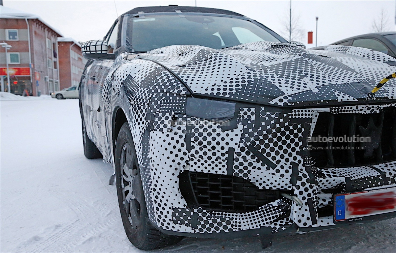 maserati-levante-spy-shots-reveal-interior-of-the-trident-s-first-suv_6
