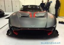 Demnă de maşina unui super erou: Aston Martin Vulcan e o hypermaşină de 2.4 milioane dolari care porneşte ca un avion (Video)