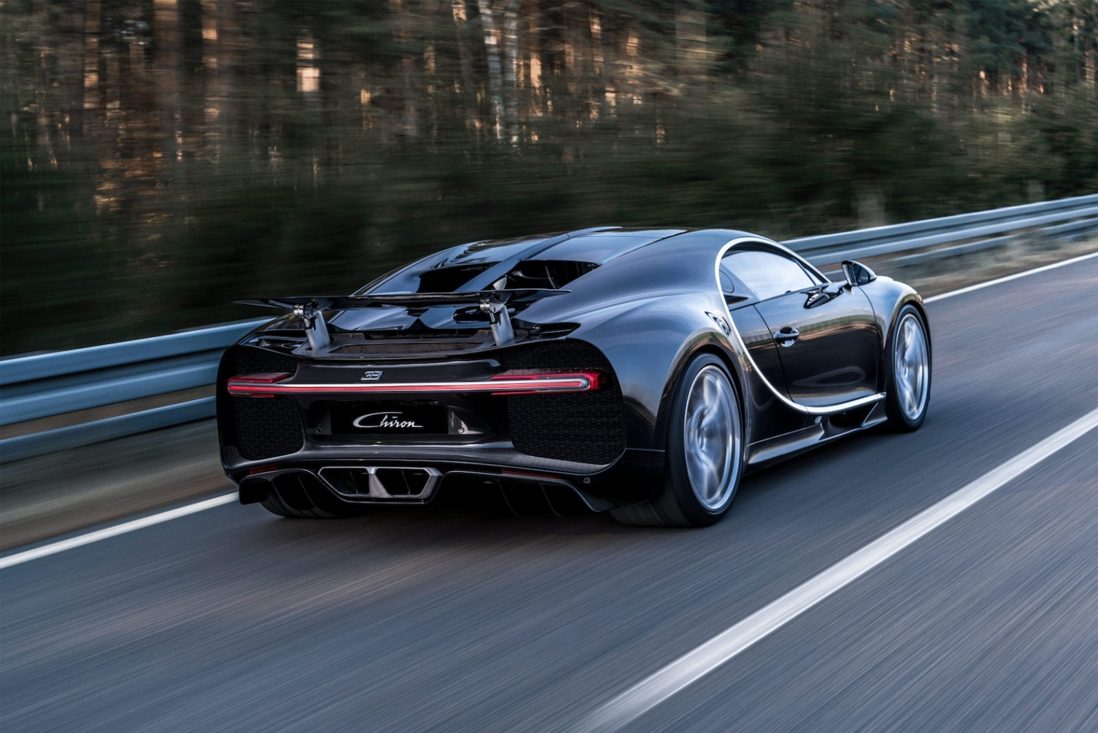 05_CHIRON_dynamic_34-rear_WEB