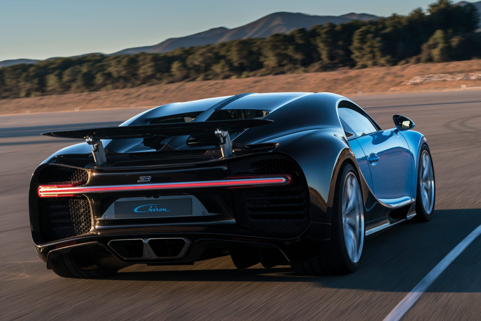 11_CHIRON_dynamic_34-rear_WEB