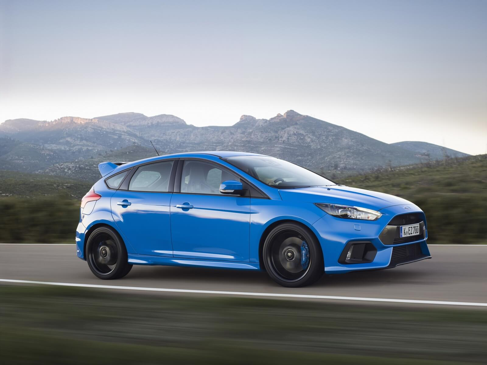 2016-ford-focus-rs-03