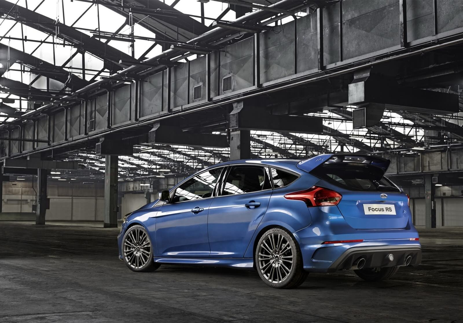 2016-ford-focus-rs-11