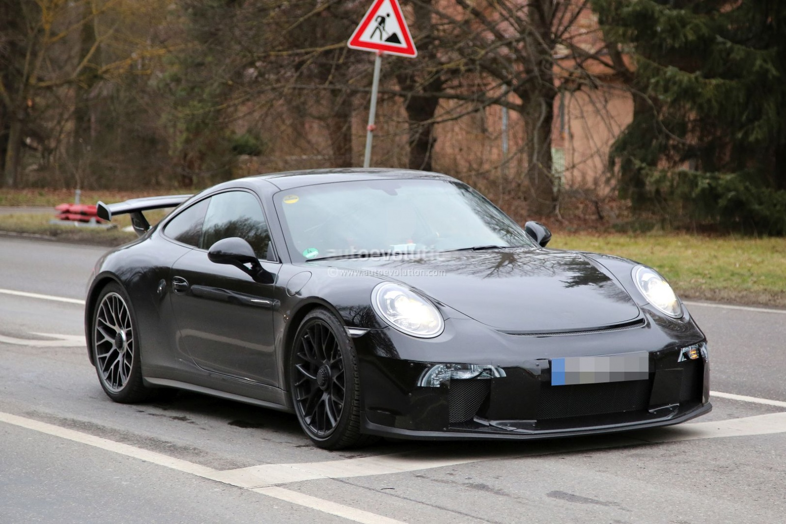 2017-porsche-911-gt3-facelift-spied-with-a-nose-job-should-come-later-this-year_1