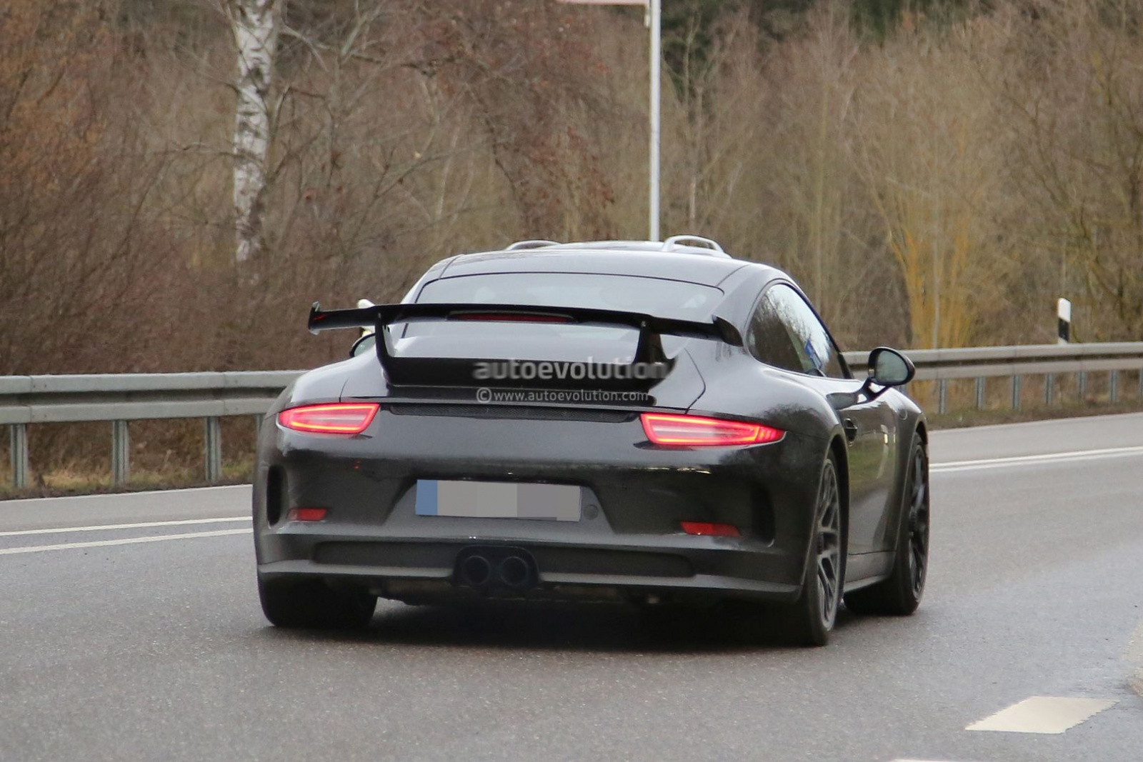 2017-porsche-911-gt3-facelift-spied-with-a-nose-job-should-come-later-this-year_10