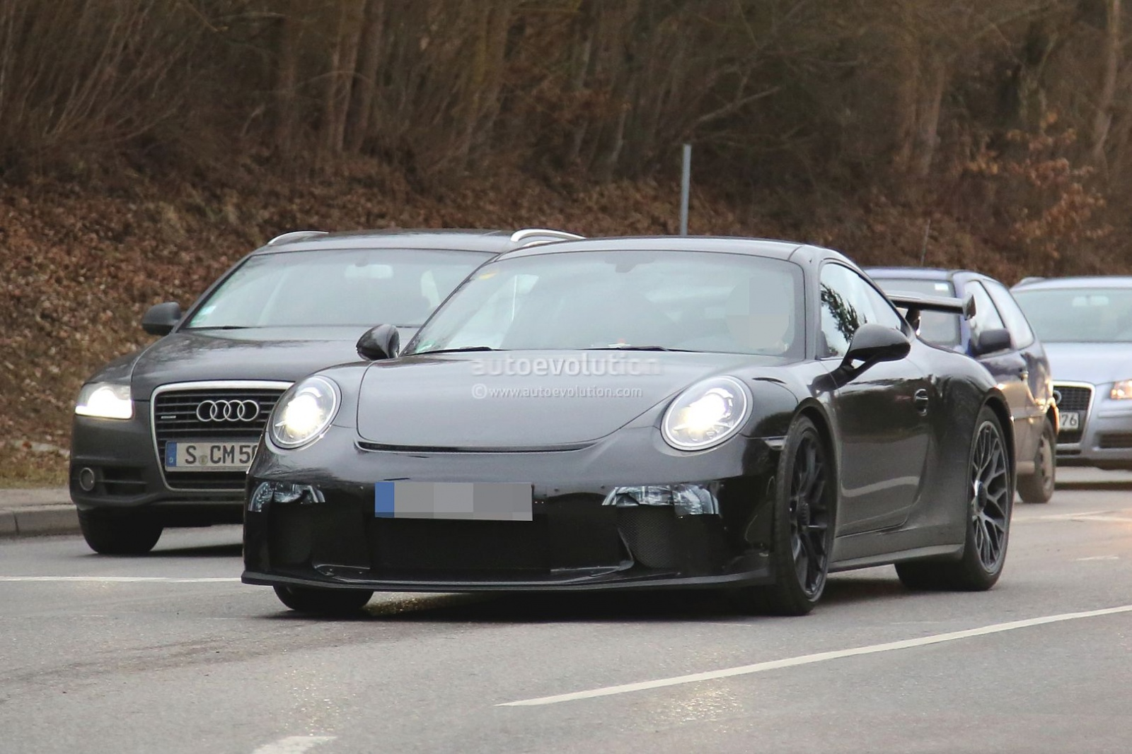 2017-porsche-911-gt3-facelift-spied-with-a-nose-job-should-come-later-this-year_3