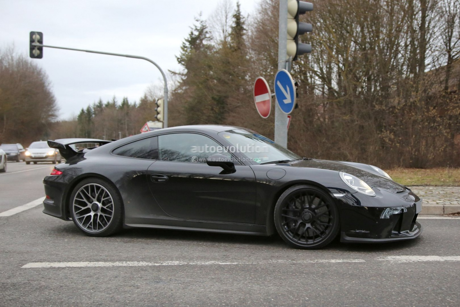2017-porsche-911-gt3-facelift-spied-with-a-nose-job-should-come-later-this-year_8