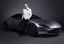 Maşina Aston Martin DB10 a lui James Bond e vândută la licitaţie la suma de 3.5 milioane de dolari