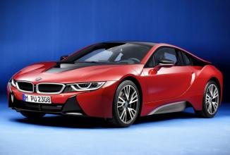 """BMW i8 primeşte o variantă nouă de culoare, """"Protonic Red"""", care i-ar face cu ochiul lui Iron Man"""