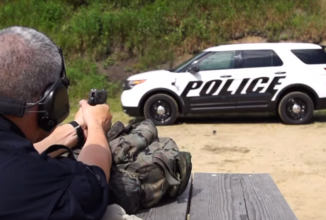 Maşinile de poliţie Ford Interceptor primesc acum dotări anti-glonţ, care pot opri şi cartuşele de shotgun (Video)