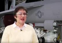 """Vocea care însoţeşte toţi piloţii de avioane F18, zisă şi """"Bitchin' Betty"""" s-a pensionat, după o carieră lungă la Boeing"""