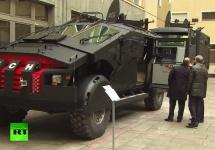 Vladimir Putin inspectează cea mai recentă creație a Serviciului de Securitate: un blindat monstruos numit ZiL Punisher