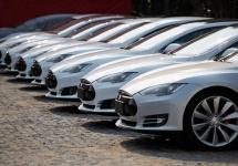 Tesla îşi înscrie automobilele într-o serie de curse cu automobile electrice; Va exista o ligă doar cu modele Tesla!