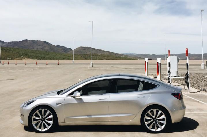 Tesla-Model-3-in-parking-lot
