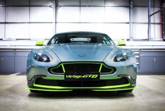 Aston Martin Vantage GT8 este o maşină de curse superbă, cu care ai voie pe şosea (Video)